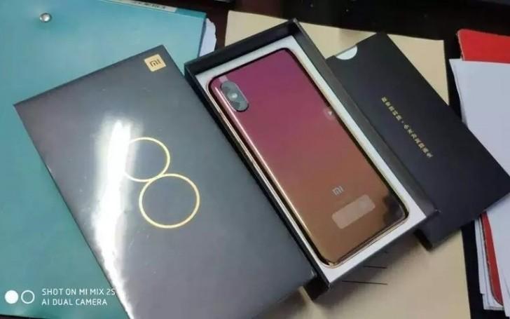 Xiaomi Mi8 с сенсором отпечатков пальцев под экраном
