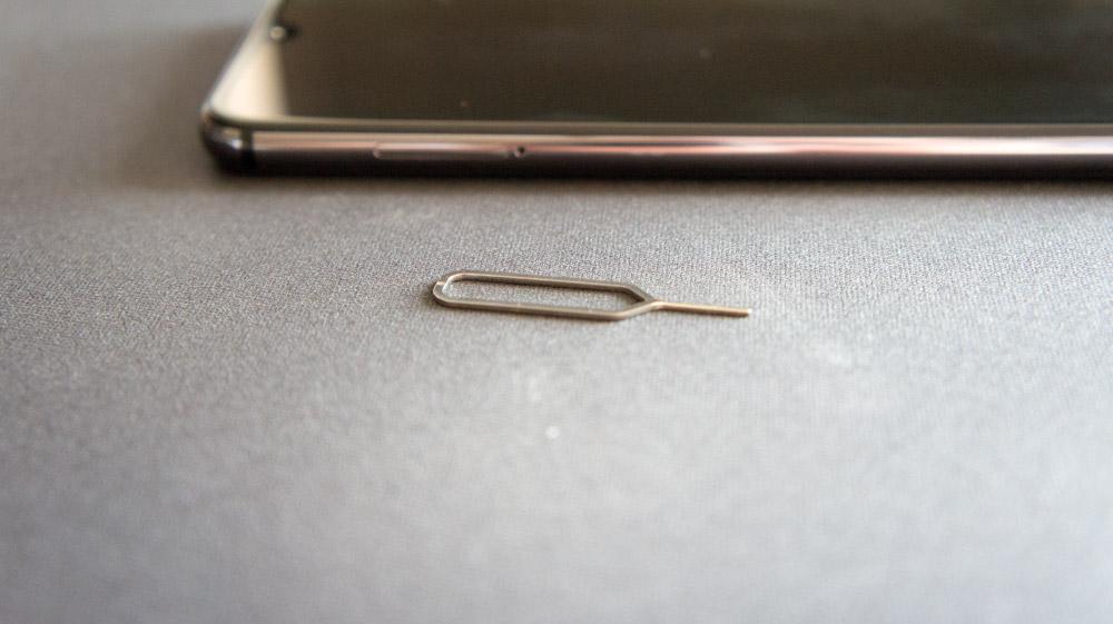 Щуп для извлечения лотка сим-карты на Xiaomi